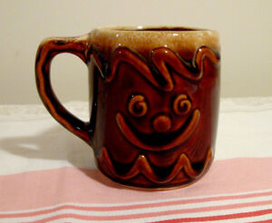 Tasse gingerbread en poterie Hull USA