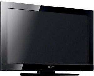 """Sony BRAVIA 32"""" TV KDL-32BX300 - Rarely Used !!   With Stand."""