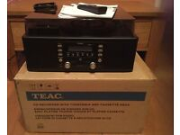TEAC LP-R500 CD RECORDER WITH TURNTABLE/CASSETTE PLAYER