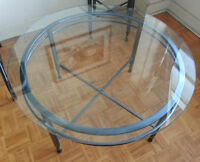 Glass top coffee table / Table a cafe dessus en verre