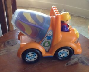 SHELCORE TOY TRUCK CEMENT MIXER WHIT MOVEMENT AND SOUND ACTION Gatineau Ottawa / Gatineau Area image 3