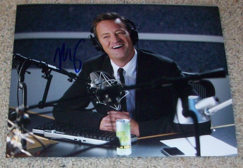 MATTHEW PERRY SIGNED FRIENDS GO ON 8x10 PHOTO A w/PROOF AUTOGRAPH