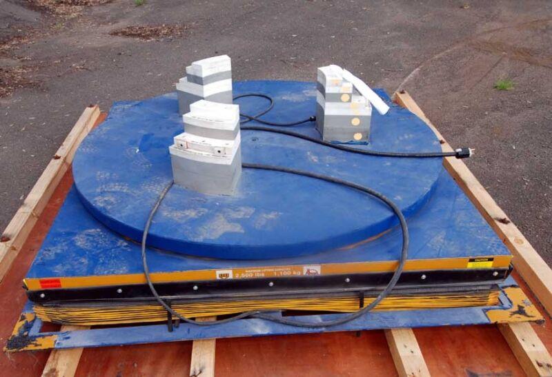 E Coalift 2500 Lb. Lift Platform With Turntable, (inv.26249)