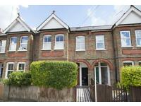 3 bedroom flat in Carlyle Road, W13