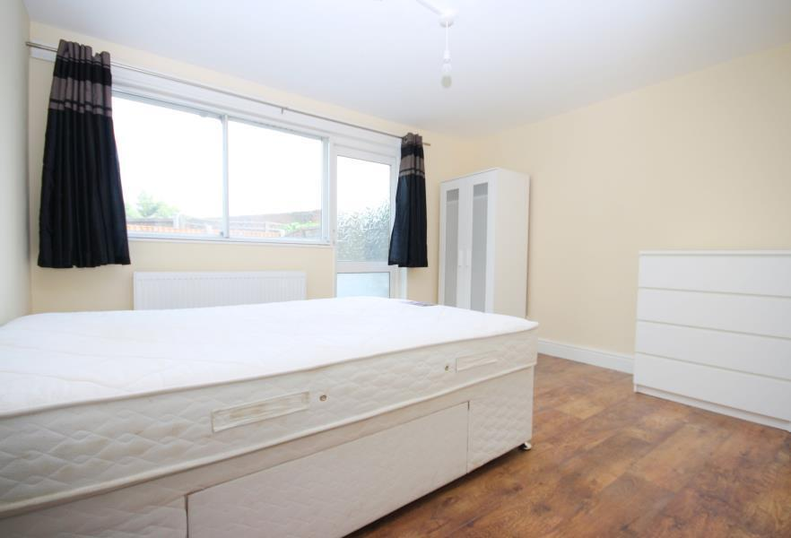 BRAND NEW 4 BEDROOM TO RENT AVAILABLE NOW A SHORT WALK TO MUDCHUTE DLR STATION E14 WITH GARDEN