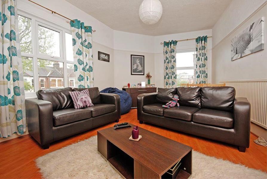 2 bedroom flat in Cavendish Road, Balham, SW12