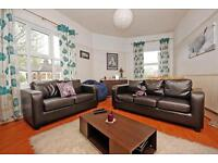 2 bedroom flat in Cavendish Road, Balham, SW12
