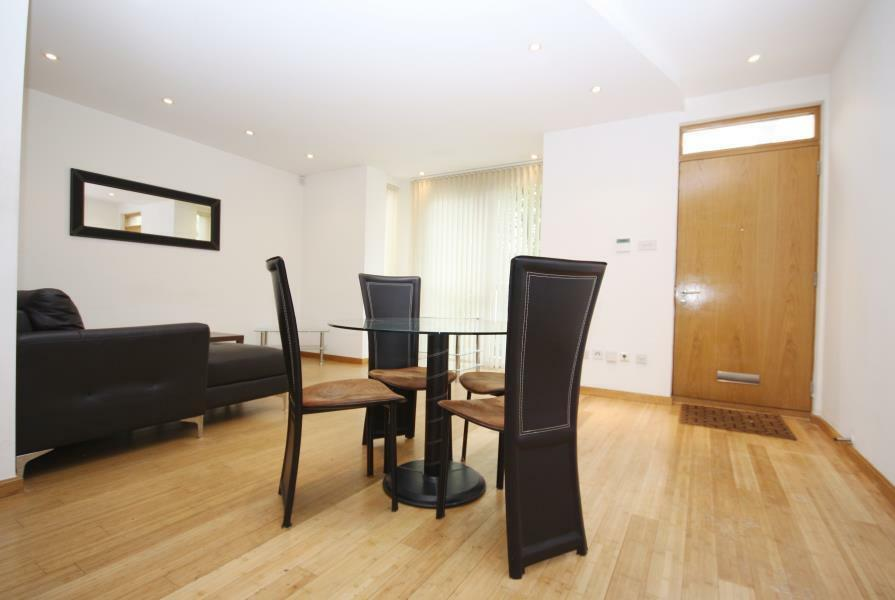 LARGE 1 BED FLAT ON WESTFERRY ROAD OFFERED FURNISHED AVAILABLE NOW PARKING AT A ADDITIONAL COST