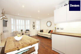 Two Double Bedroom Flat in Victorian House with Large Terrace and ensuites in Great Location