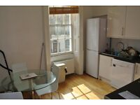 Grays Inn Rd - Perfect for Students - 3 Bedroom, wood floors modern decor
