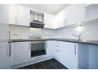 2 bedroom flat in Wharfside Point, Canary Wharf, E14