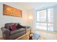 Lovely studio to rent £325 per week, ontario tower, part dss with full funds upfront, no council