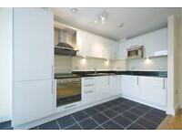 2 bedroom flat in Wharfside Point, E14