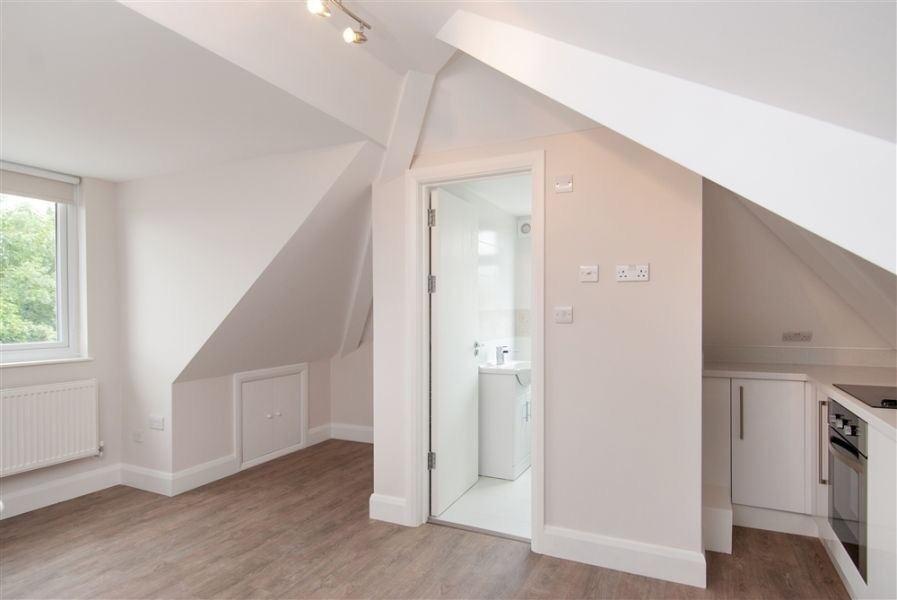 Studio to rent £150 pw Greyhound Hill, London NW4