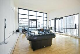 2 bedroom flat in Discovery Dock Apartments, E14