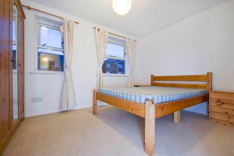 "Lovely 4 bed flat in Stockwell. MOVE IN NOW! """"OFFERS ACCEPTED"""""