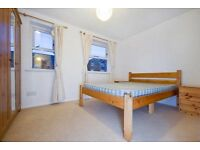 """Lovely 4 bed flat in Stockwell. MOVE IN NOW! """"""""OFFERS ACCEPTED"""""""""""