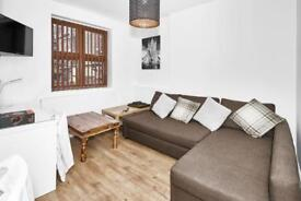 1 bedroom flat in Casson Street, E1