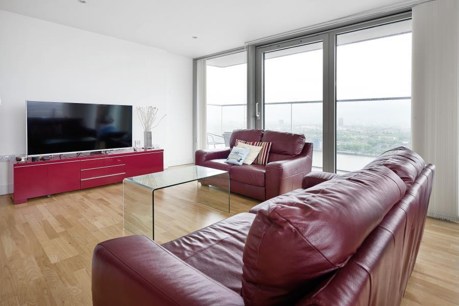 2 bedroom flat in Landmark Building, Canary Wharf, E14