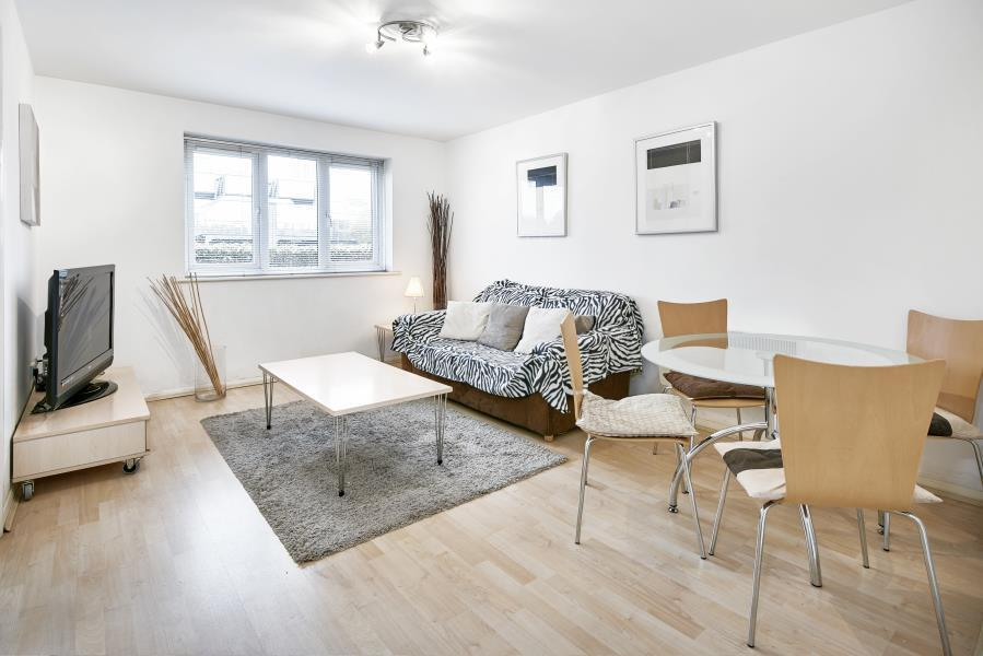 1 bedroom flat in SHORT LET, Canary Wharf, E14