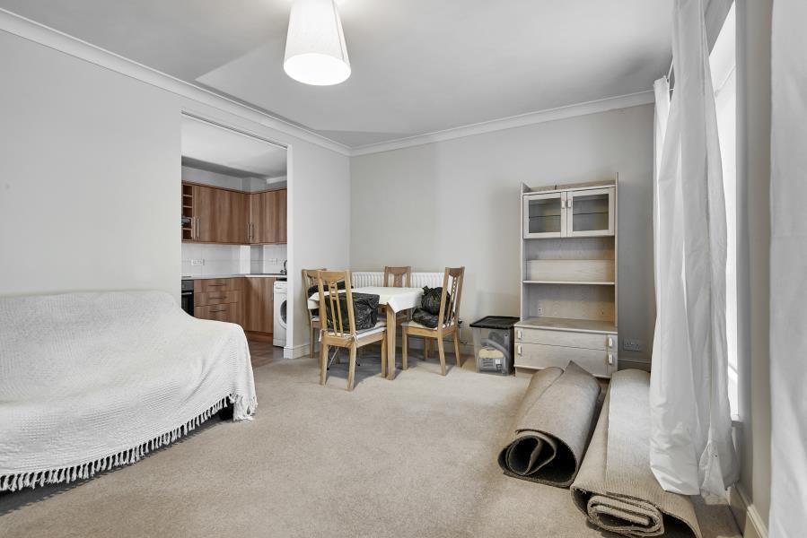 2 bedroom flat in Dartmoor Walk, Canary Wharf, E14