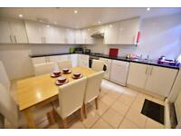6 bedrooms in Beechwood Crescent, Burley, LS4 2LL