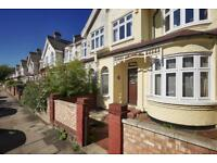 3 bedroom flat in Montana Road, Tooting, London, SW17
