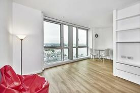 Studio flat in Ontario Tower, London, E14