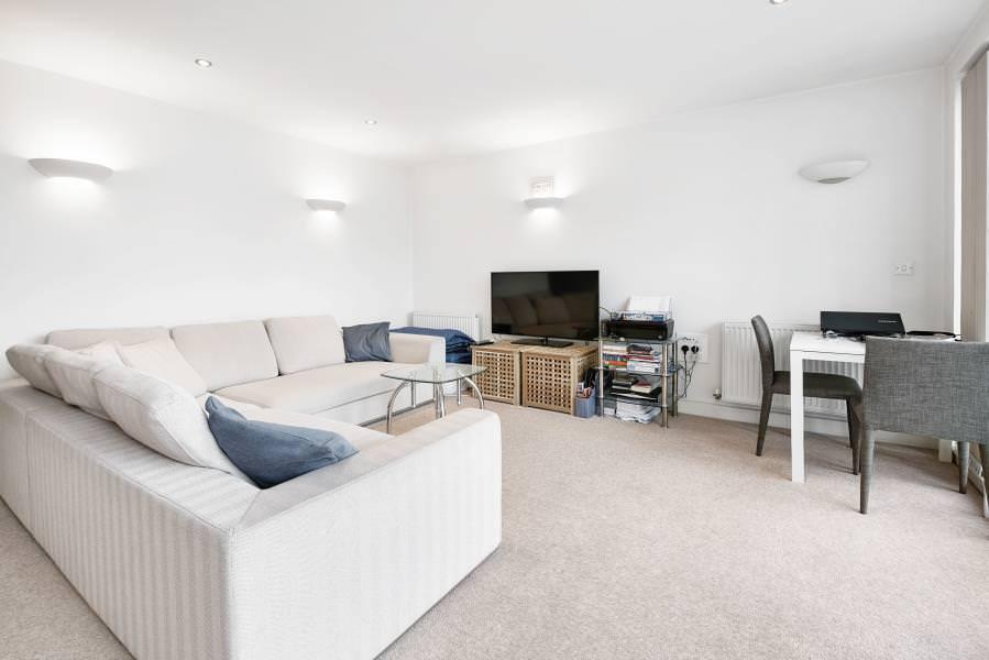 1 bedroom flat in Adriatic Apartments, Royal Docks,