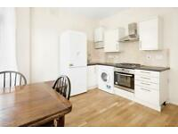 2 bedroom flat in Aldrington Road, London, SW16
