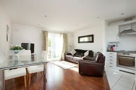 STUNNING MODERN 2 BEDROOM FLAT, GATED DEVELOPMENT,PRIVATE PARKING-BRENTFORD, NR KEW STATION