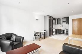 1 bedroom flat in Baltic Apartments, Royal Docks, E16