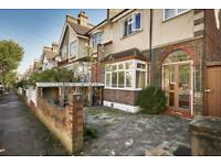 3 bedroom flat in Montana Road, SW17