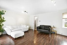 4 bedroom flat in Sextant Avenue, Canary Wharf, E14