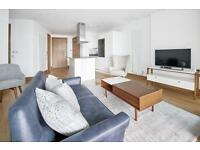 2 bedroom flat in Arena Tower, Canary Wharf, E14