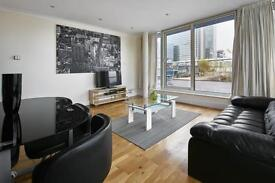 2 bedroom flat in Boardwalk Place, Canary Wharf, E14