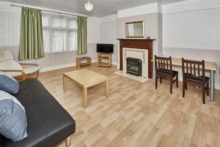3 bedroom house in Malam Gardens, London, E14
