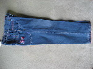 BRAND NEW JEANS - SIZE 4