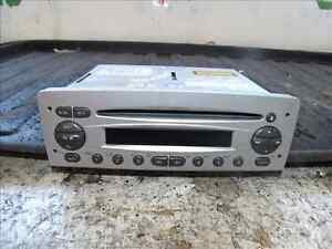 02 ALFA ROMEO 156 CD PLAYER - NO CODE - REF=M965