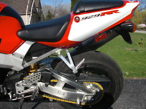 CBR929RR 2000-01 PARTING OUT COMPLETE BIKE INEXCELLENT CONDITION Windsor Region Ontario image 9