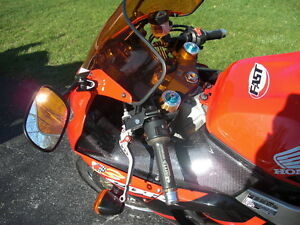 CBR929RR 2000-01 PARTING OUT COMPLETE BIKE INEXCELLENT CONDITION Windsor Region Ontario image 7