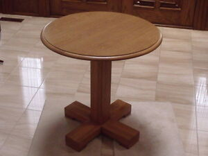 "Kroehler Round Table 29"" diameter x 29"" tall"