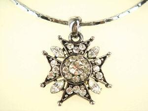 Cross Pendant Necklace (02031408)