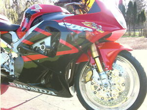 CBR929RR 2000-01 PARTING OUT COMPLETE BIKE INEXCELLENT CONDITION Windsor Region Ontario image 6