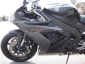 PARTING OUT 2005 YAMAHA R1 WITH 5500MI Windsor Region Ontario image 3