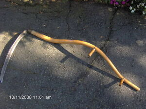 antique hay cutting tool, reaping scythe/faux a couper le foin