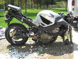 PARTING OUT TWO  2001-2006 HONDA CBR600 F4i ONE IS COMPLETE