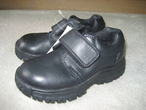 BRAND NEW - STRIDE RITE LEATHER SHOES - SIZE 10