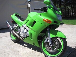PARTING OUT A 1994 KAWASAKI NINJA ZX6E WITH FULL MUZZY EXHAUST