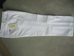 BRAND NEW GUESS CAPRIS - SIZE 32